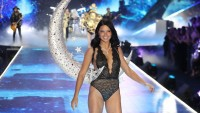 Adriana Lima walks in last Victoria's Secret Fashion Show
