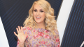 Carrie-Underwood-Waving-CMAs-Red-Carpet-Arrival