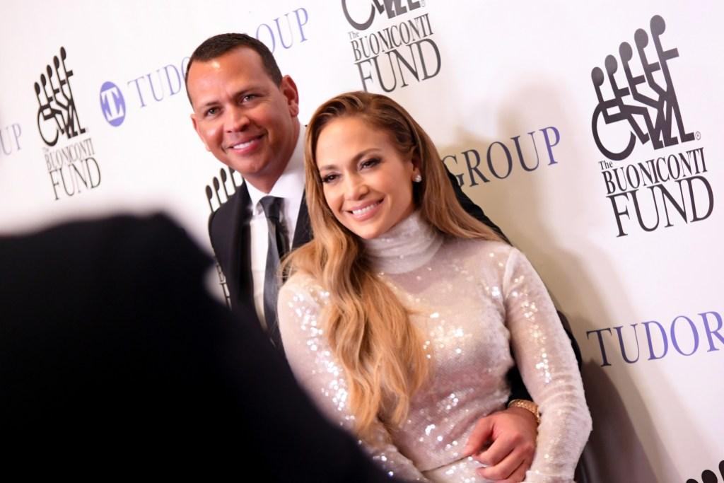 Jennifer-Lopez-Alex-Rodriguez-Hugging