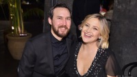 Kate Hudson and boyfriend posing