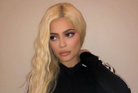 Kylie-Jenner-Holiday-Collection-2018-Look