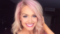 Jenna Cooper from Bachelor In Paradise, taking a selfie on Instagram with pink hair