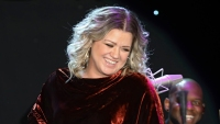 Kelly Clarkson tweet about gaining holiday weight