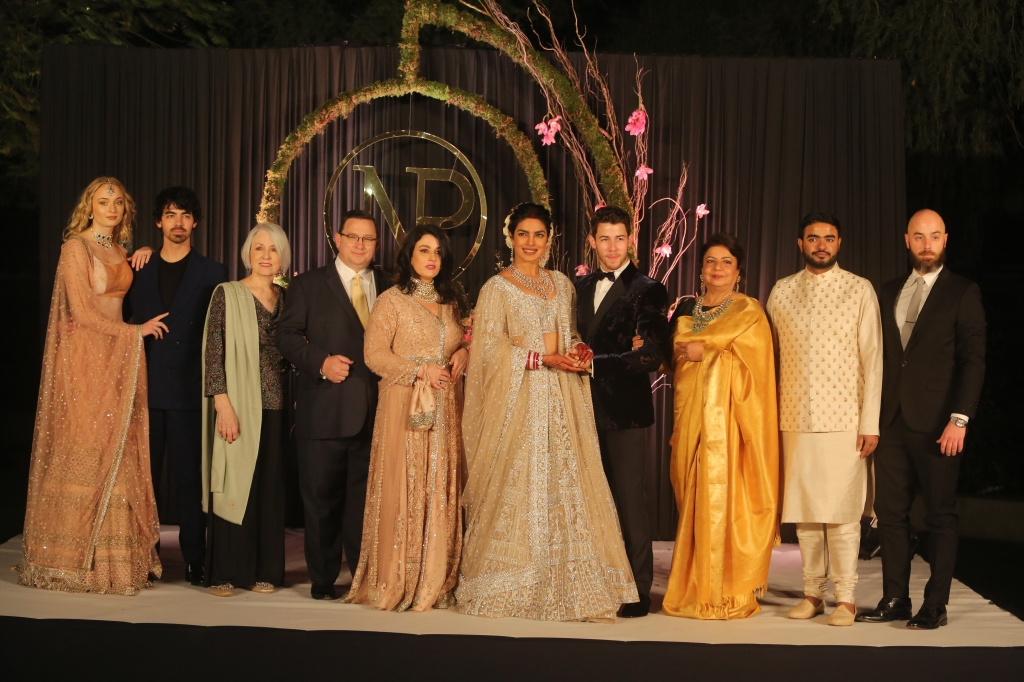 Priyanka Chopra changes her last name to Jonas