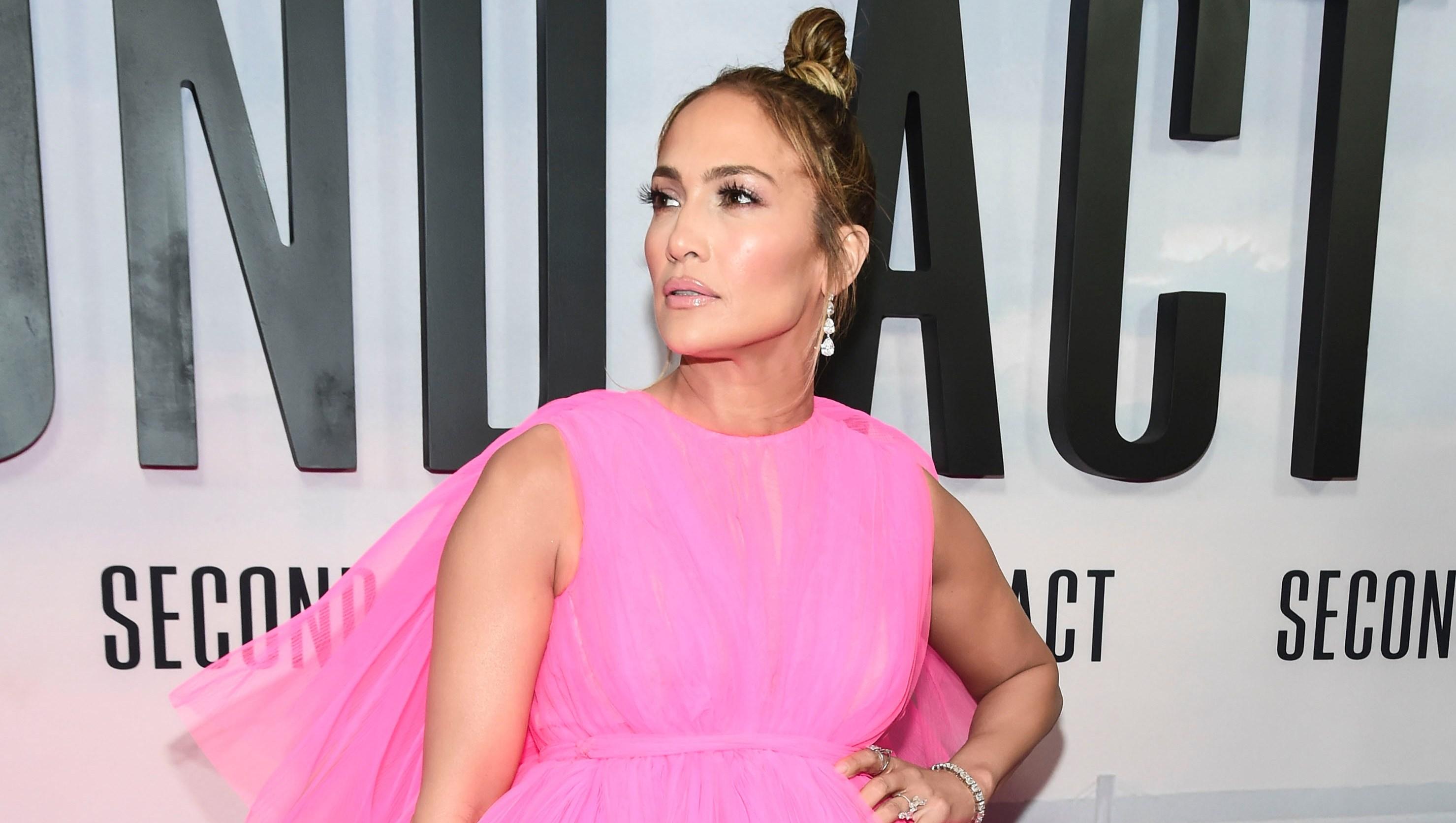 Jennifer Lopez, Pink Dress, Posing