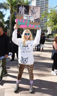 Kesha grey leggings and a black hoodie