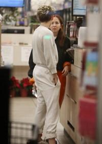 Kristen Stewart grocery shopping with her new girlfriend Sara Dinkin