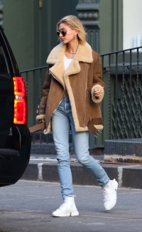 Hailey Baldwin, Short Hair, Walking NYC, Jeans, Brown Jacket