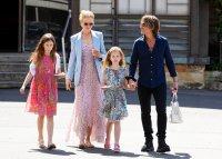 Nicole Kidmnan, Keith Urban, Kids, Walking