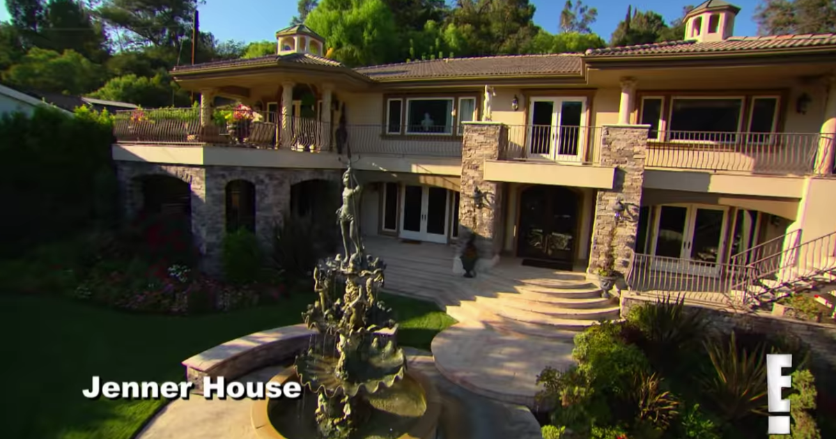The Kardashians' OG Fake Home From 'KUWTK' Just Sold For A Ton Of Money