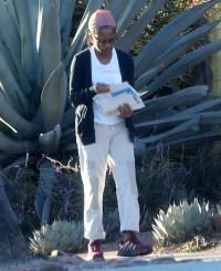 Doria Ragland Checking Mail Declining The Royals Christmas Invite