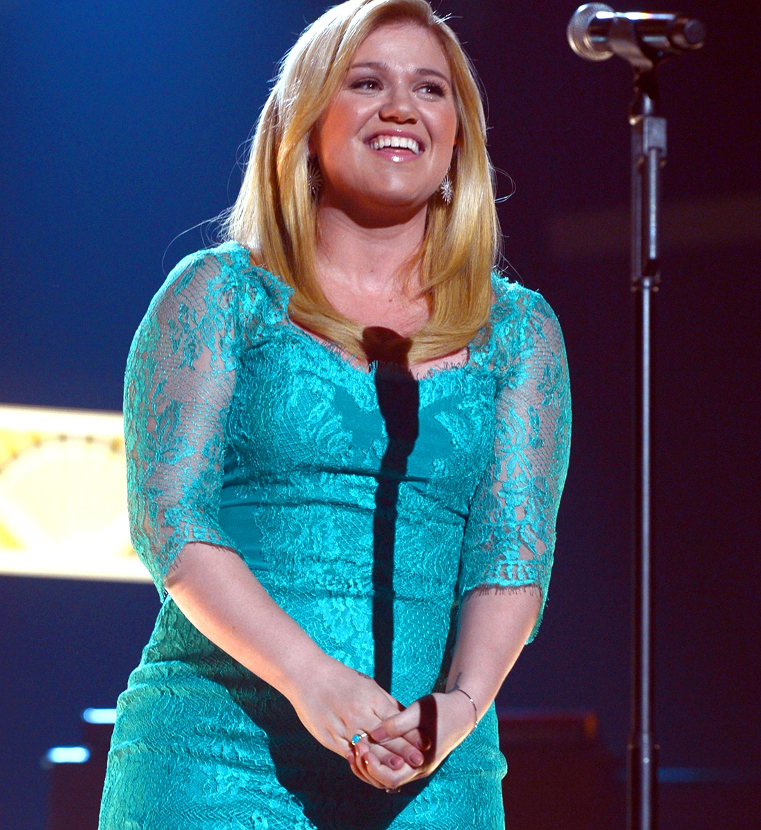 Kelly Clarkson Transformation Gallery: See Pics From 2002 to