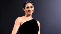 Pregnant Meghan Markle Is Totally Glowing On Stage During The 2018 Fashion Awards