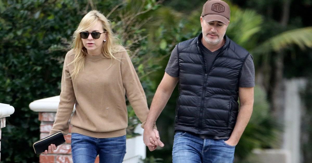 Anna Faris and Boyfriend Michael Barrett Enjoy Walk With ...