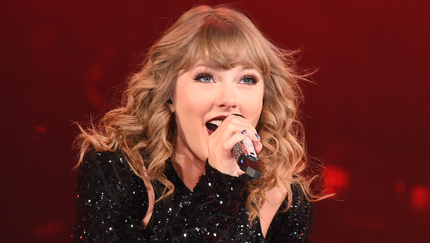 Taylor Swift performing in Japan, wearing a black dress