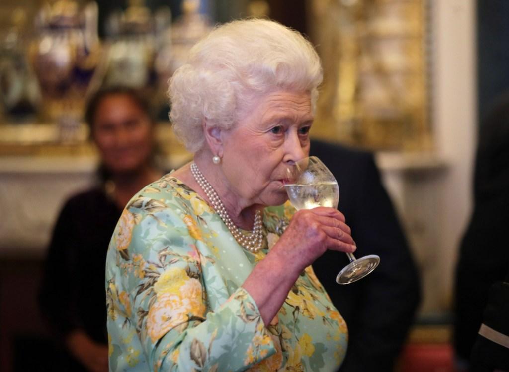 Queen Elizabeth, Drinking