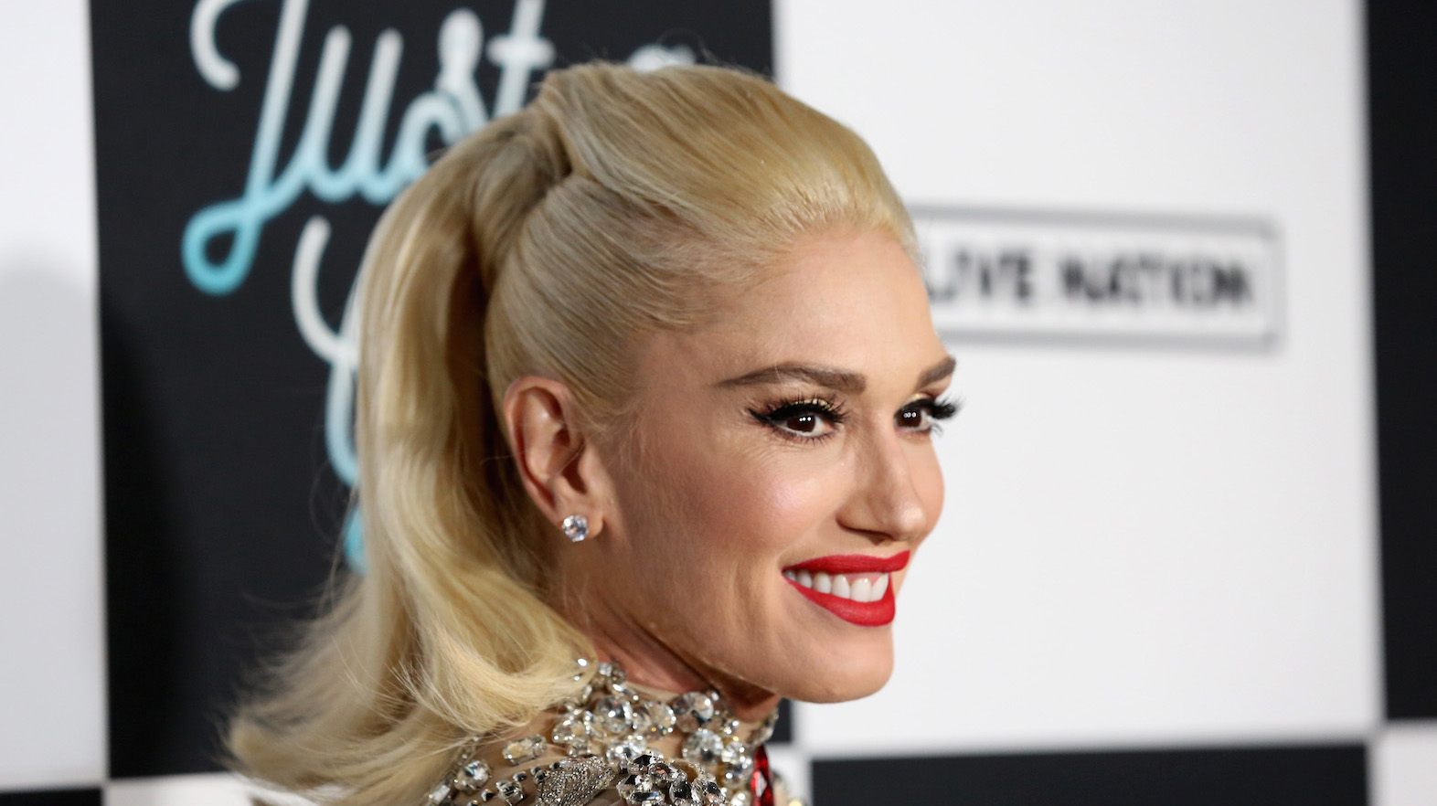 Gwen Stefani Reveals Her Biggest Makeup Tips and Secrets