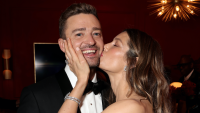 Jessica Biel kissing Justin TImberlake on the cheek