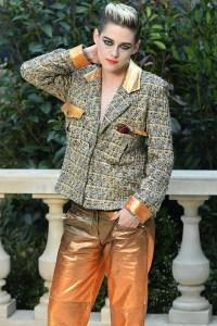 Kristen Stewart Looks Effortlessly Chic Rockin' A Short 'Do And Bright Makeup