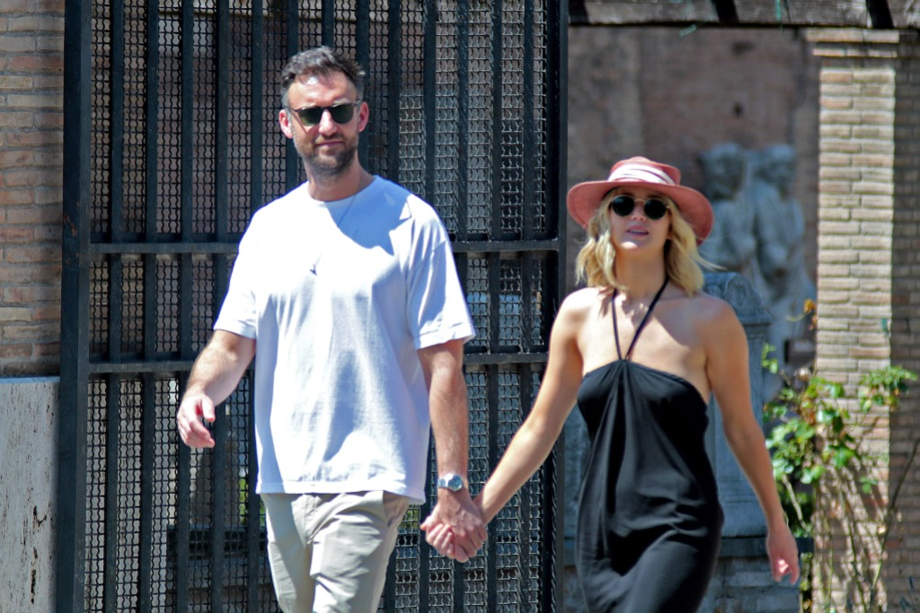 Jennifer Lawrence, Cooke Maroney, Walking