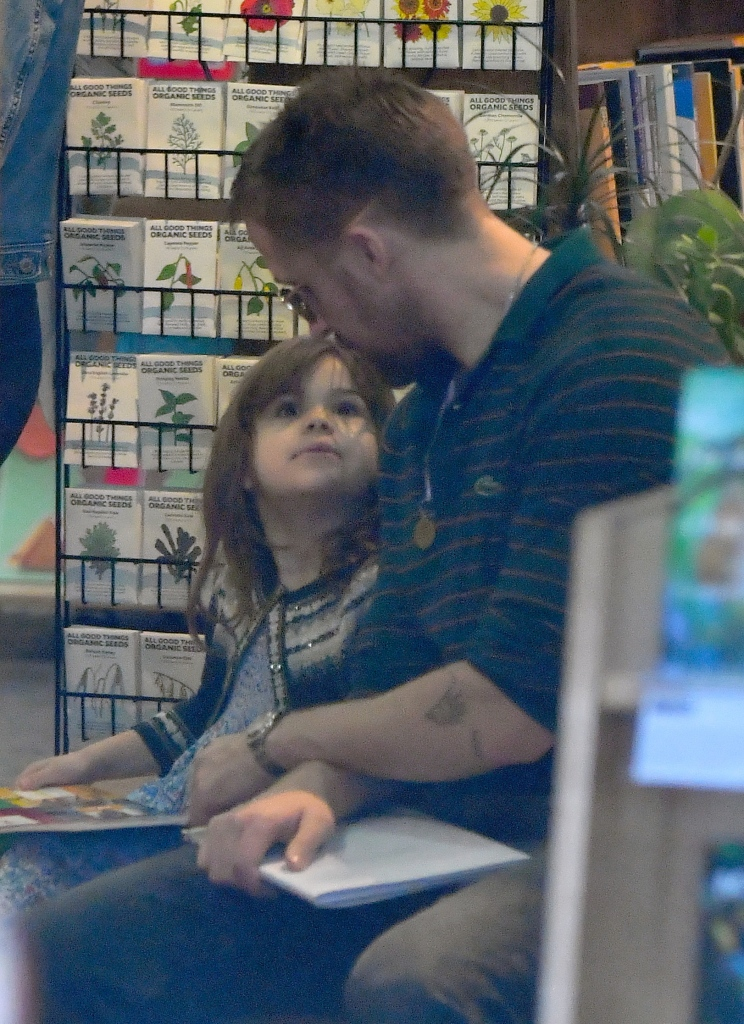 Ryan Gosling book shopping with daughter Esmeralda