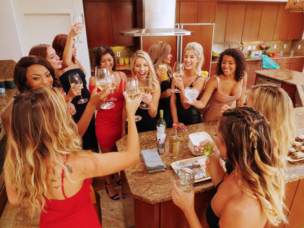 Women Cheers On Temptation Island