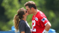 Tom Brady and Gisele Bundchen kissing