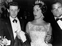 elizabeth taylor best past golden globe looks red carpet