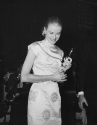 grace kelly best past golden globe looks red carpet
