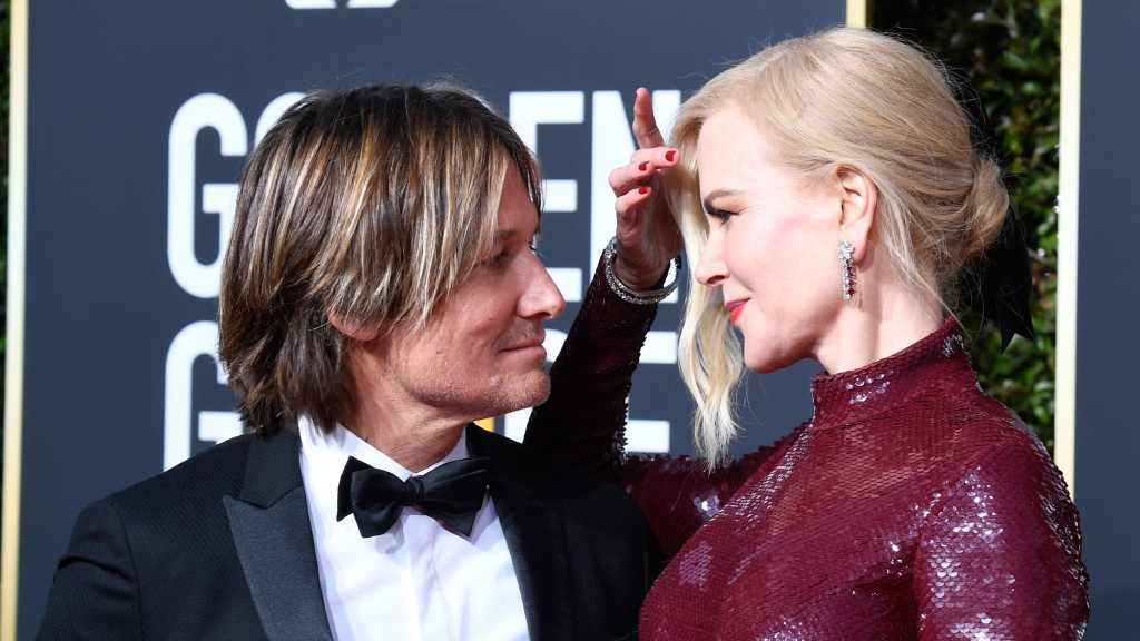 Nicole Kidman and Keith Urban posing at the 2019 Golden Globes