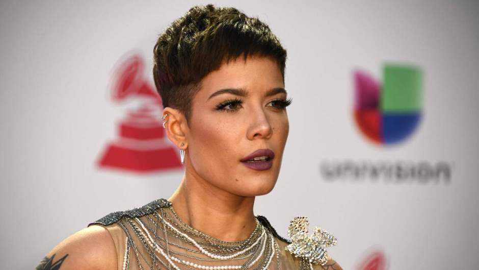 Halsey trolls fans who think she's pregnant on twitter