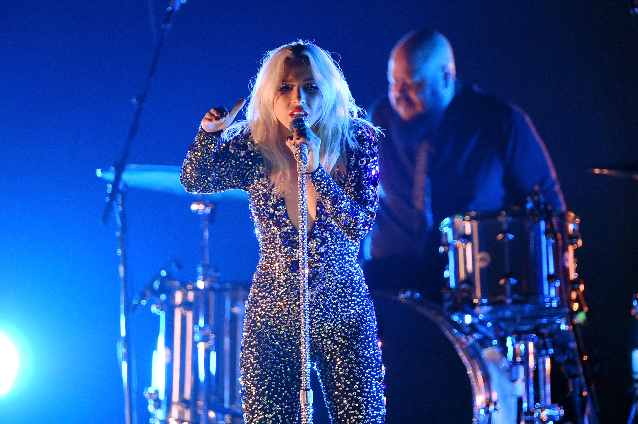 Lady Gagas Grammys Performance Slays Shallow At Awards Show