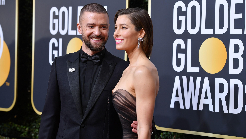 Justin Timberlake posing with wife Jessica Biel