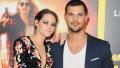 Kristen Stewart posing with Taylor Lautner