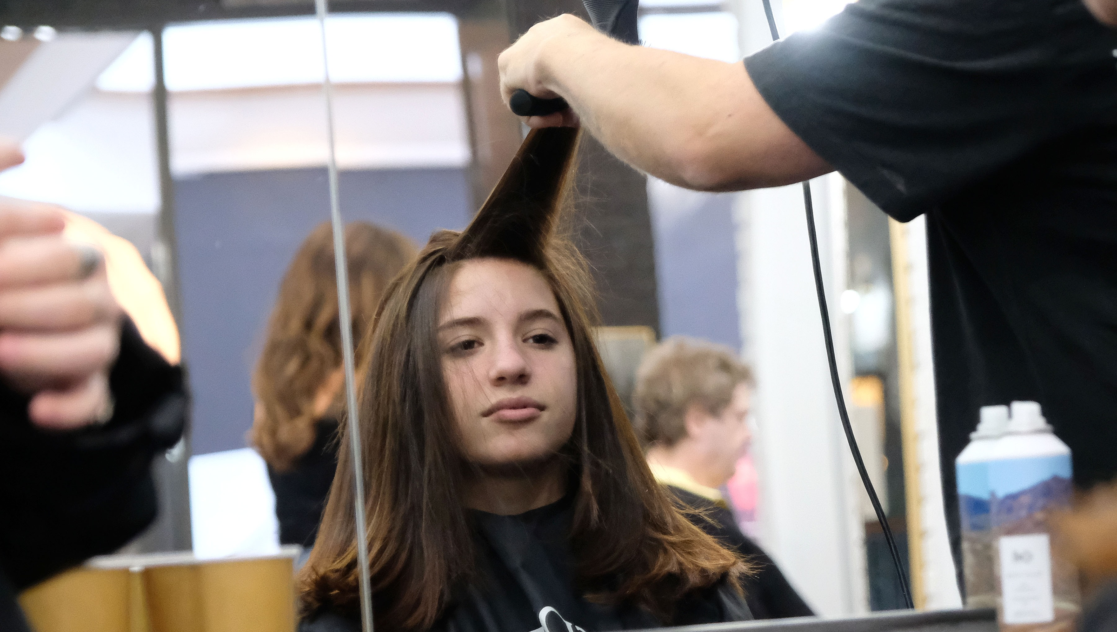 Mackenzie Ziegler shows off her new haircut and color