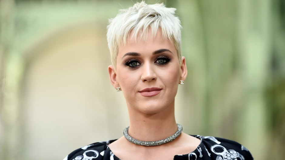 katy perry in front of green