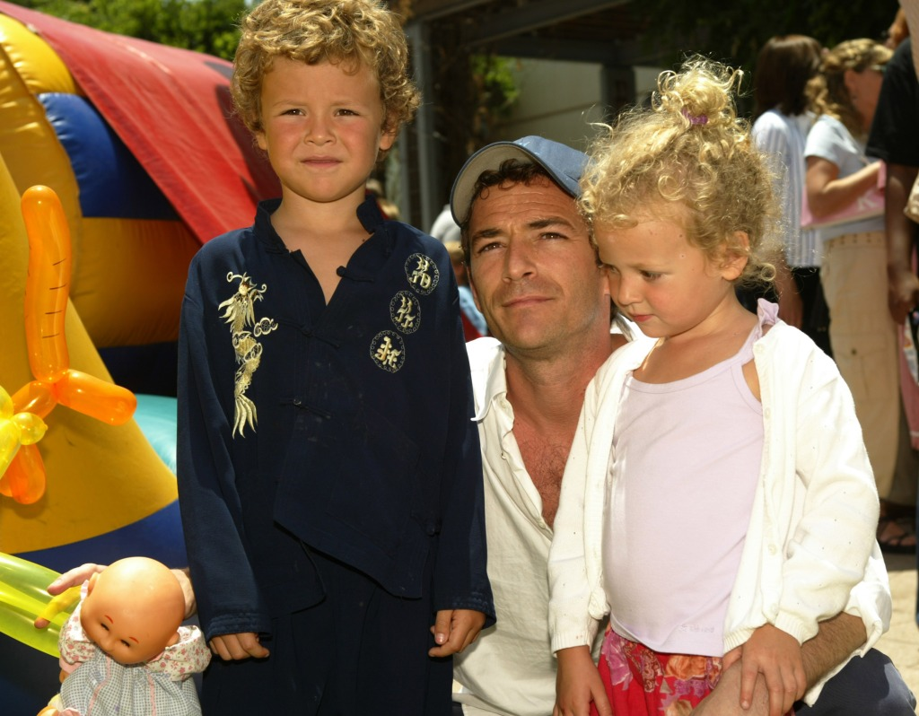 Luke Perry with his two kids at an event