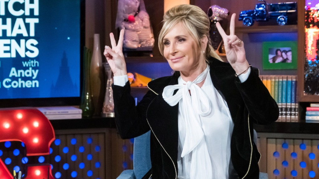 RHONY star Sonja Morgan makes out with a woman at the bar