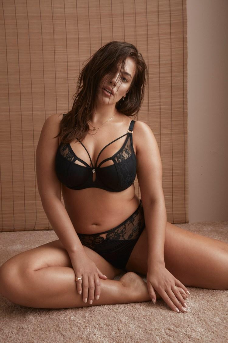 ashley graham lingerie plus size model addition elle