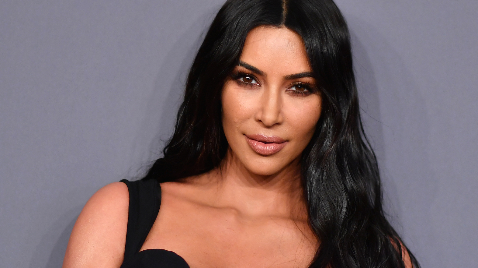 9e502ed9635 She Woke Up Like This! Kim Kardashian Posts New  Morning Psoriasis  Selfie