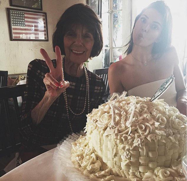Kendall Jenner Grandma MJ cake instagram