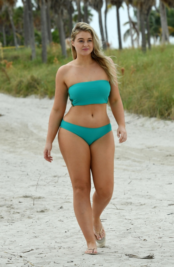 Iskra Lawrence shows off her curves during Aerie photoshoot on the beach in Miami