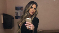 Kim Zolciak taking a mirror selfie.