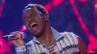 American Idol uche ndubizu fan favorite diamond by rihanna performance