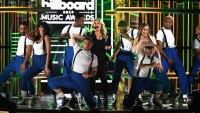 Kelly Clarkson 2019 Billboard Music Awards performance cardi b black dress