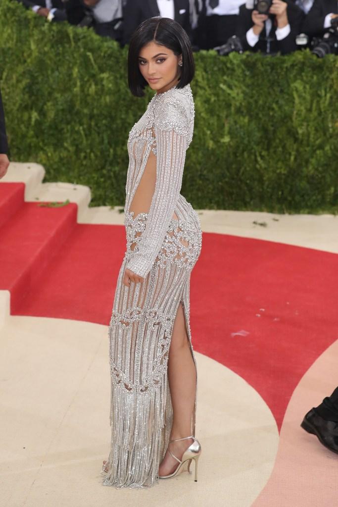 Kylie Jenner 2016 met gala silver balmain gown