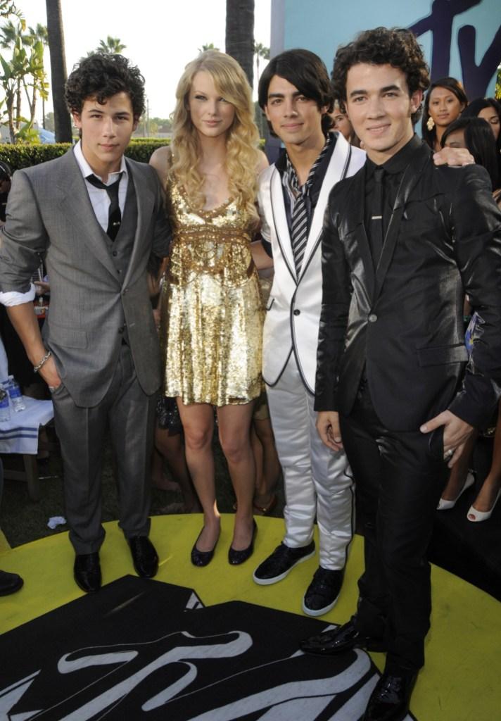 Nick Jonas Taylor Swift Joe Jonas Kevin Jonas old photo friendship relationship
