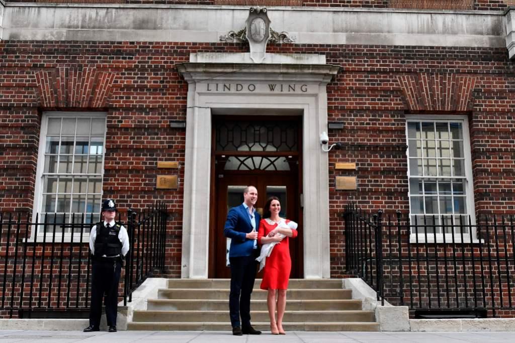 Kate middleton Prince William lindo wing st marys hospital royal birth