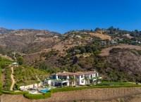 EXCLUSIVE: Kylie Jenner paying $450k per month to rent $19,000,000 Malibu Mansion previously owned by Yolanda Hadid. 17 May 2019 Pictured: Kylie Jenner paying $450k per month to rent Malibu Mansion. Photo credit: MEGA TheMegaAgency.com +1 888 505 6342 (Mega Agency TagID: MEGA422293_023.jpg) [Photo via Mega Agency]