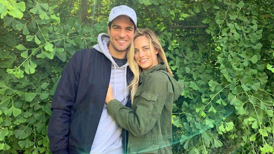 Kendall Long Joe Amabile engagement relationship engagement ring bachelor in paradise couples